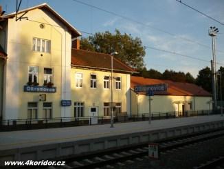 Olbramovice - bývala výpravní budova a nová technologická/výpravní budova