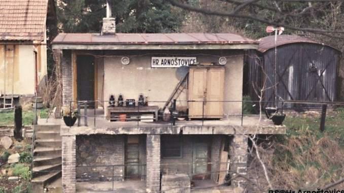 Hradlo Arnoštovice v roce 1995 (foto: Rob)