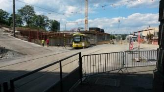 Plzeň Hlavní nádraží - stavba pilíře nového mostu Mikulášská ulice