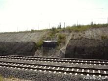 Přeložka nové trati kříží stopu té původní.