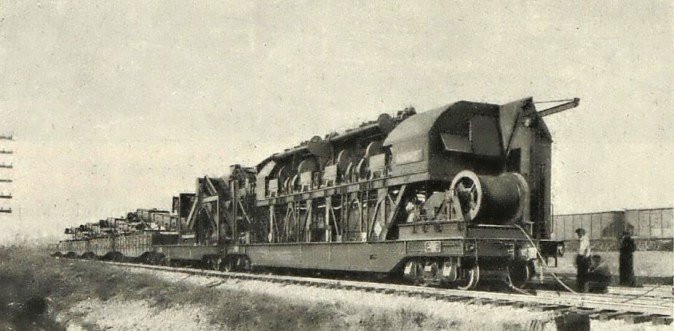 Obr.1. - Vlak na strojní výměnu štěrkového lože železniční trati (Vynálezy a pokroky č.15/1929).