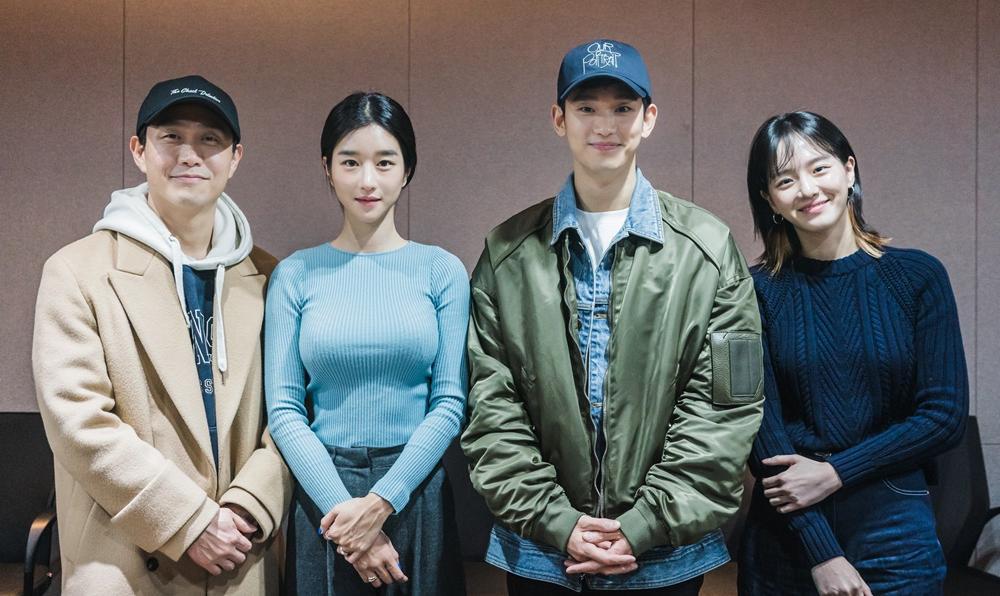 คิมซูฮยอน – ซอเยจี นำทีมนักแสดงอ่านบทซีรีส์ใหม่ 'Psycho But It's Okay'