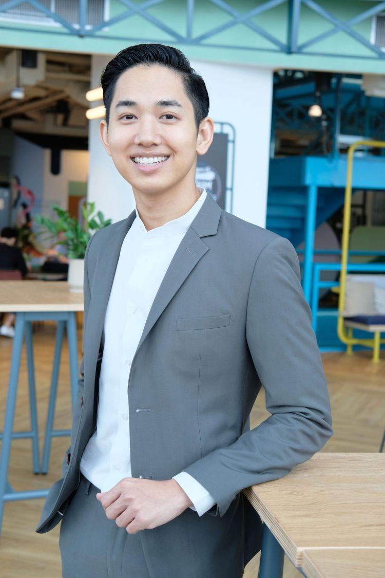 คุณ ผ่านศึก ธงรบ ผู้อำนวยการฝ่ายเนื้อหา iQiyi (อ้ายฉีอี้) ประเทศไทย
