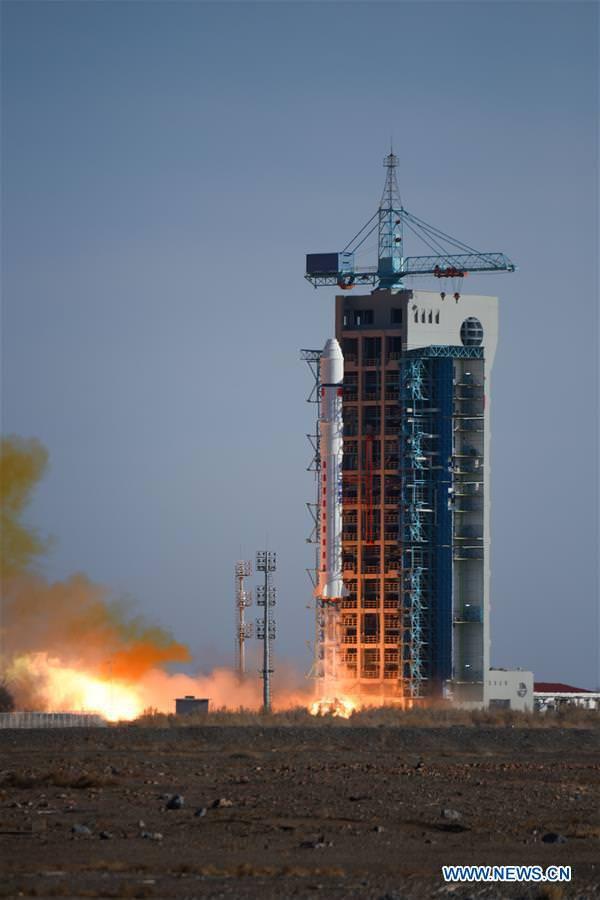 CZ-2D vynáší sedm družic
