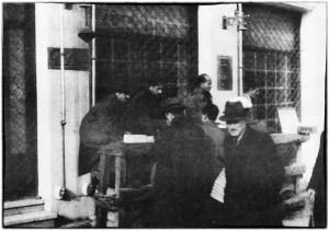 Μαυραγορίτες στην οδό Σταδίου. Φωτογραφία του Κώστα Παράσχου