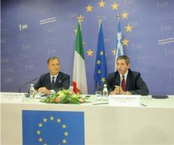 Dy ministrat Franko Fratinit i Italisë dhe Stavro Lambridhis i Greqisë të cilët erdhën me mision të fshehtë për Marrëveshjen e ujërave midis Shqipërisë dhe Greqisë