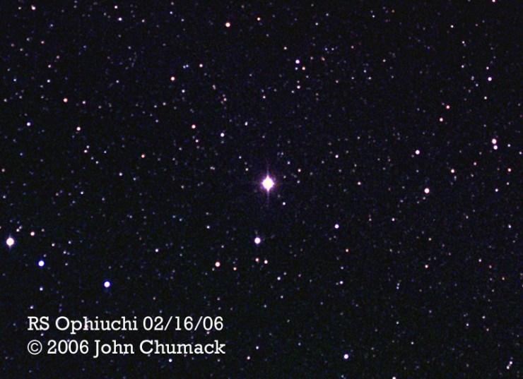 RS Ophiuchi yıldızının 9 cm'lik bir amatör teleskop ve 8 saniyelik pozlama ile elde edilmiş fotoğrafı.
