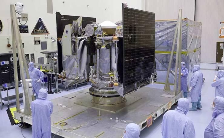 OSIRIS-REx uzay aracı, yeryüzünde yapım aşamasındayken...