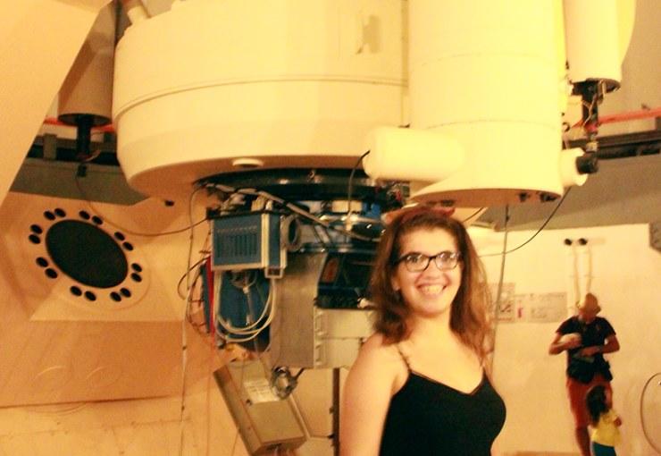Tübitak Ulusal Gözlemevi'ndeki RTT150 teleskobu ve Kozmik Anafor yazarı astrofizik yüksek lisans öğrencisi Merve Yorgancı.