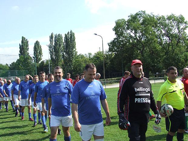 A Magyar Újságíró-válogatott elleni vonulnak pályára