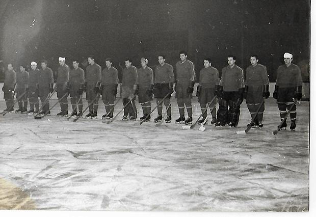 Az 1963-as román válogatott tagja volt Ion Tiriac is  (balról az 5.)