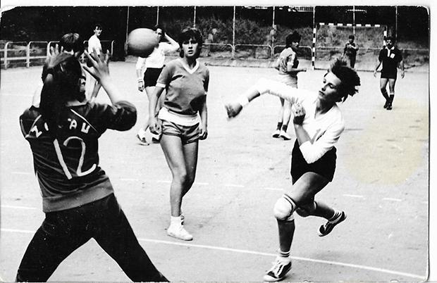 Biró (Peres) Zita az 1989-es nagyváradi Pionírok  Kupáján a góllövés pillatatában