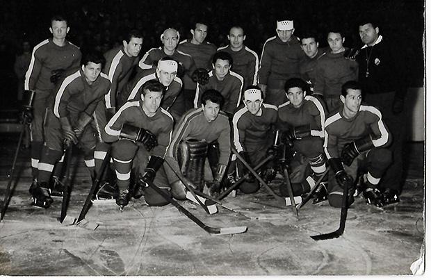 Hoki-Az 1962-es román válogatottnak Ion Tiriac (felső  sor jobbról a 4.) is tagja volt.