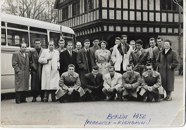 Román válogatott 1956. Felső sorban balról a 4. a  Marosvásárhelyen élő Biró Antal (Toni), míg az alsó sorban a 3.  Incze III. József (Tuka)