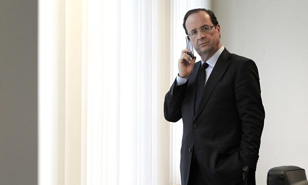 François Hollande has banned mobile phones from cabient meetings