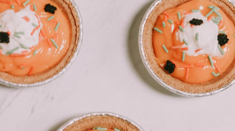 "Orange ""Screamsicle"" No-Bake Mini Pies"