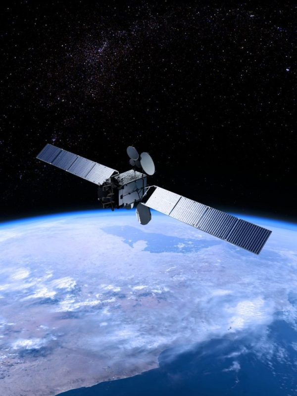 eshail 2 geostationary satellite credit eshailsat 768x1024 - Es'hail-2 en vivo! PRUEBAS DEL TRANSPONDEDOR