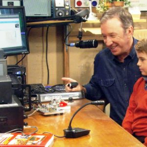 Tim Allen ham radio 300x300 1 - Operando KA6LMS desde el estudio Last Man Standing