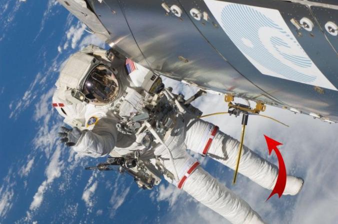 antenarepeISS2 - La antena de la repetidora de la ISS