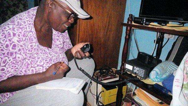 Elna Miichael J88NEK - Radioaficionados de San Vicente en alerta durante una emergencia volcánica