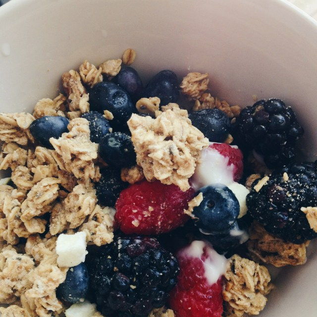 healthy-granola-yogurt-berries