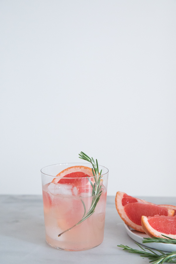 Sparkling Vanilla Bean and Grapefruit Gin Cocktail