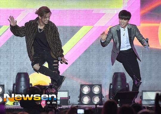 羅志祥參加《2018 亞洲音樂節》與利特合跳《Sorry Sorry》 - Kpopn