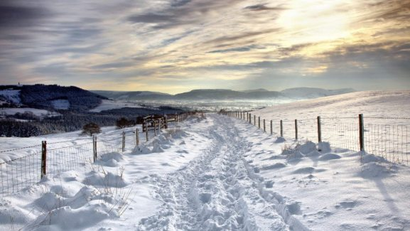 4 Winter_Snow-covered_road_under_beautiful_clouds_053984_