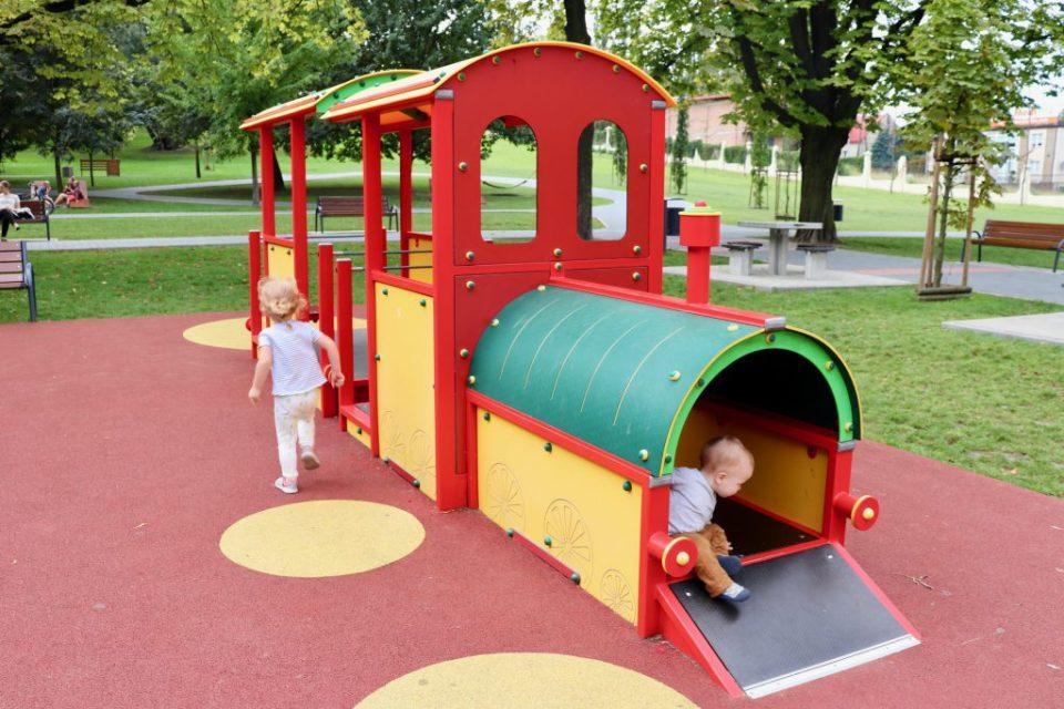 wycieczka z dziećmi na plac zabaw