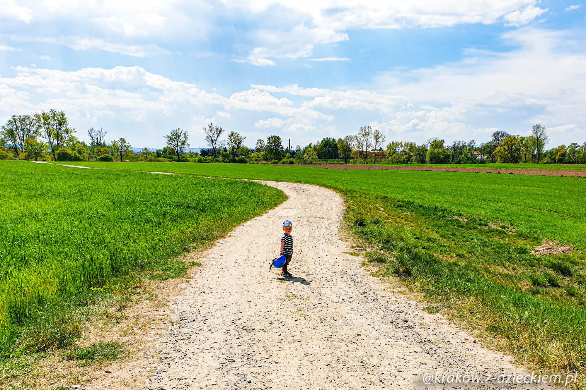 spacer z dziećmi