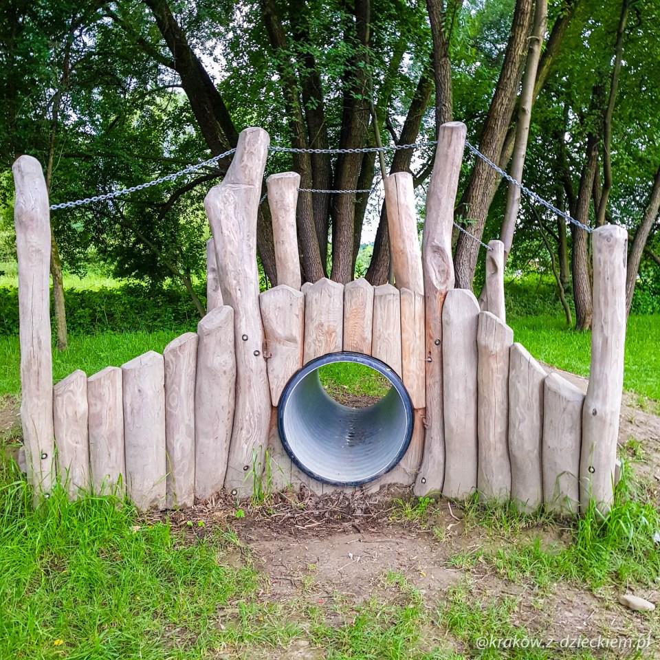 rura tunelowa, plac zabaw w Dobczycach