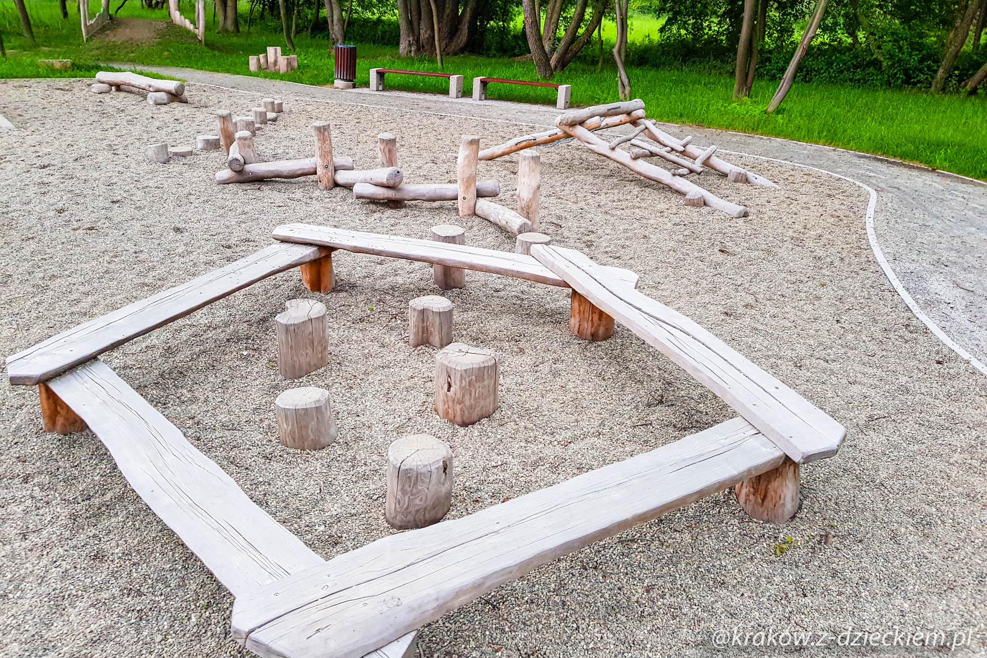 pniaki do skakania, plac zabaw w Dobczycach
