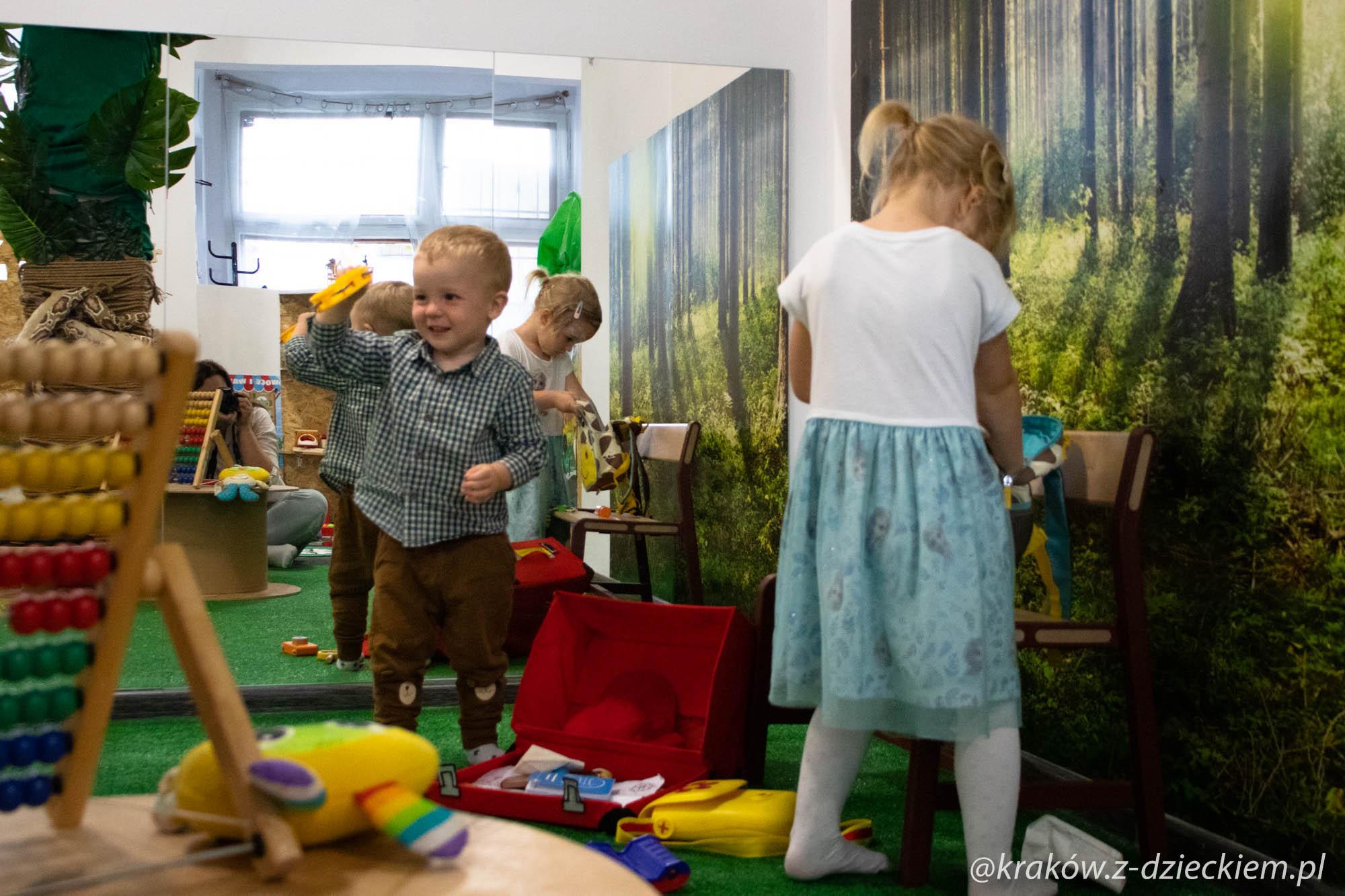 dzieci w bawialni