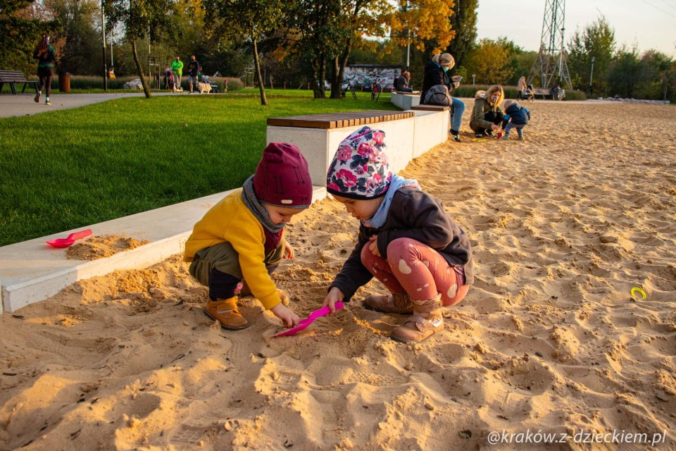 dzieci, zabawa w piasku