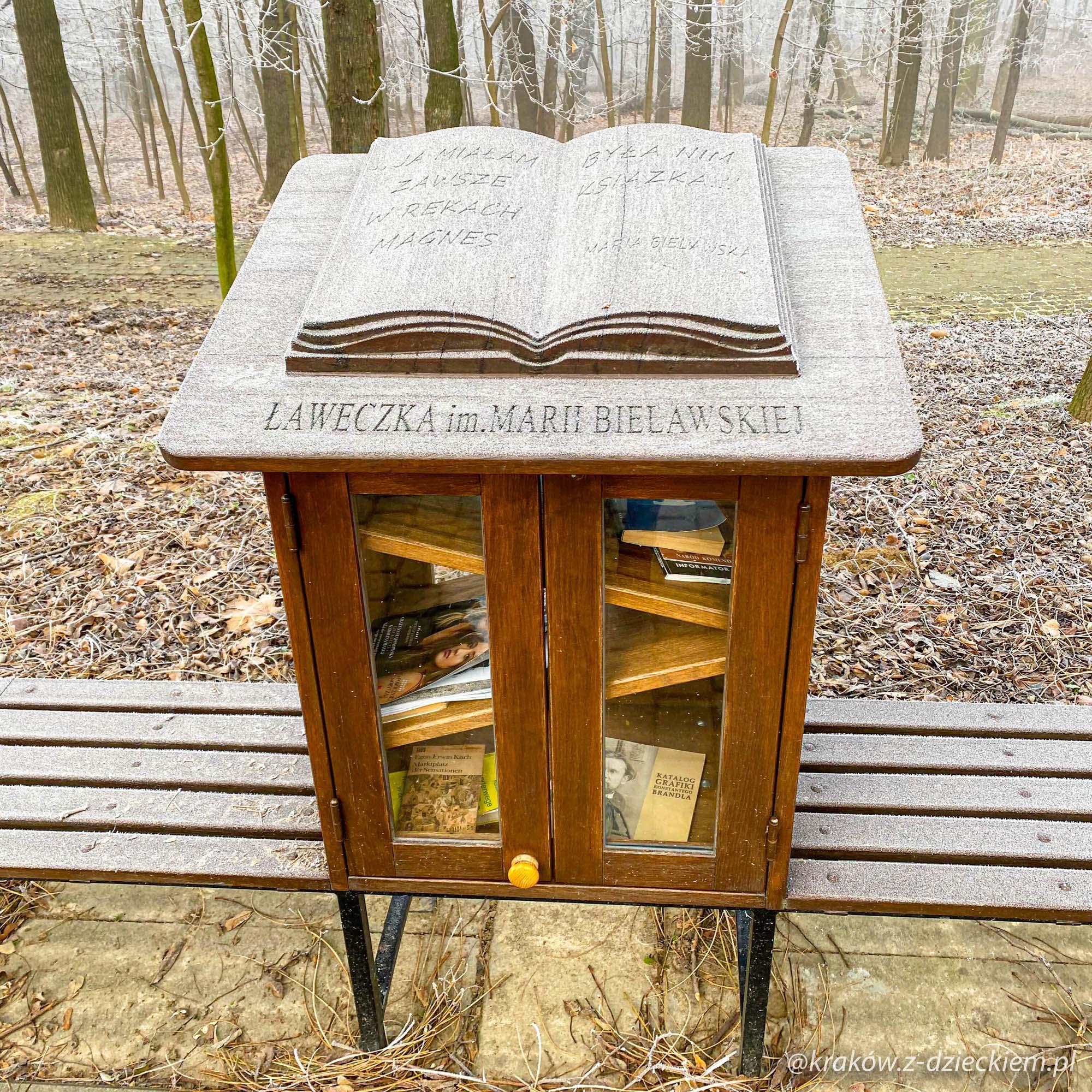 ławeczka biblioteczka