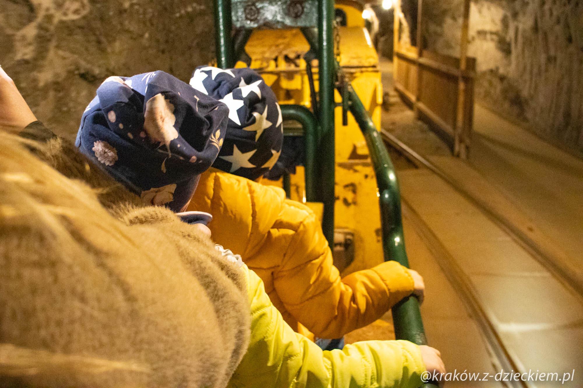 kolejka w kopalni soli w bochni