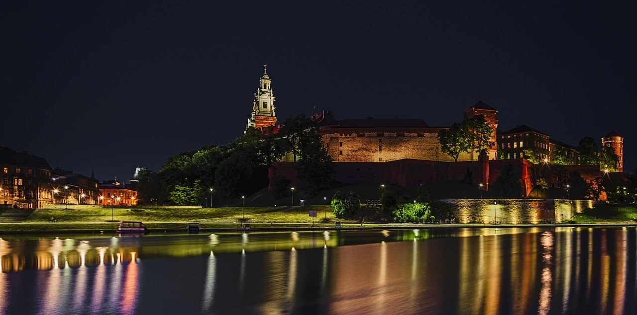 The castle area in Krakow by night