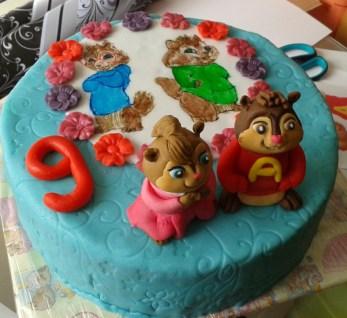 Dětský dort s kreslenými postavičkami