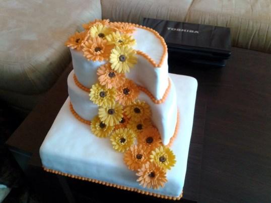 Svatební dort s kytičkami