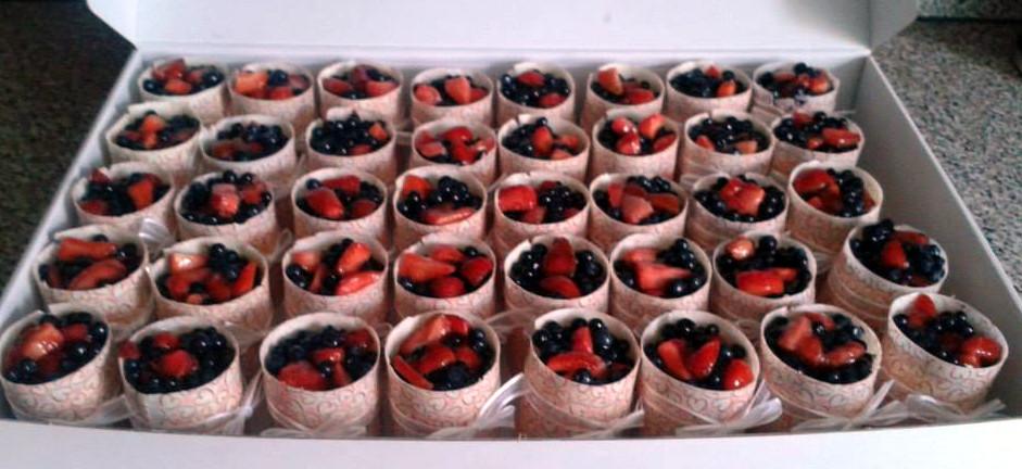 Ovocné mini dortíky s čoko kabátkem