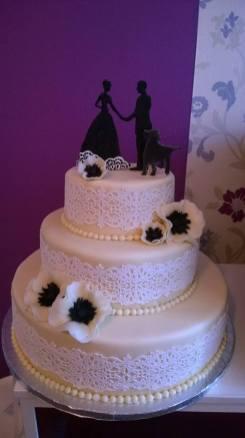 Svatební dort s krajkou