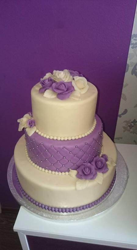 Svatební dort do fialova