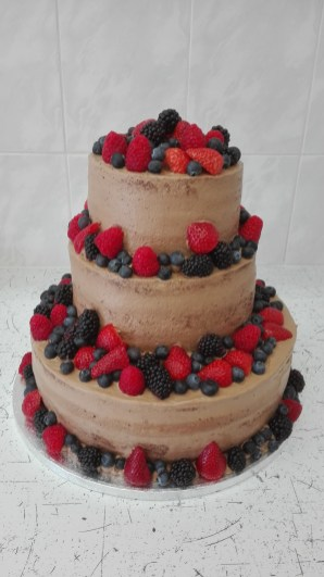 Svatební čokoládový s ovocem
