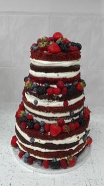 Svatební red velvet s ovocem