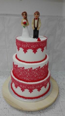 Svatební s červenou krajkou a modelovanými postavičkami nepotahovaný