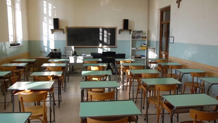 Scuola, i dati dei contagi bocciano la riapertura: in Campania numeri da brividi