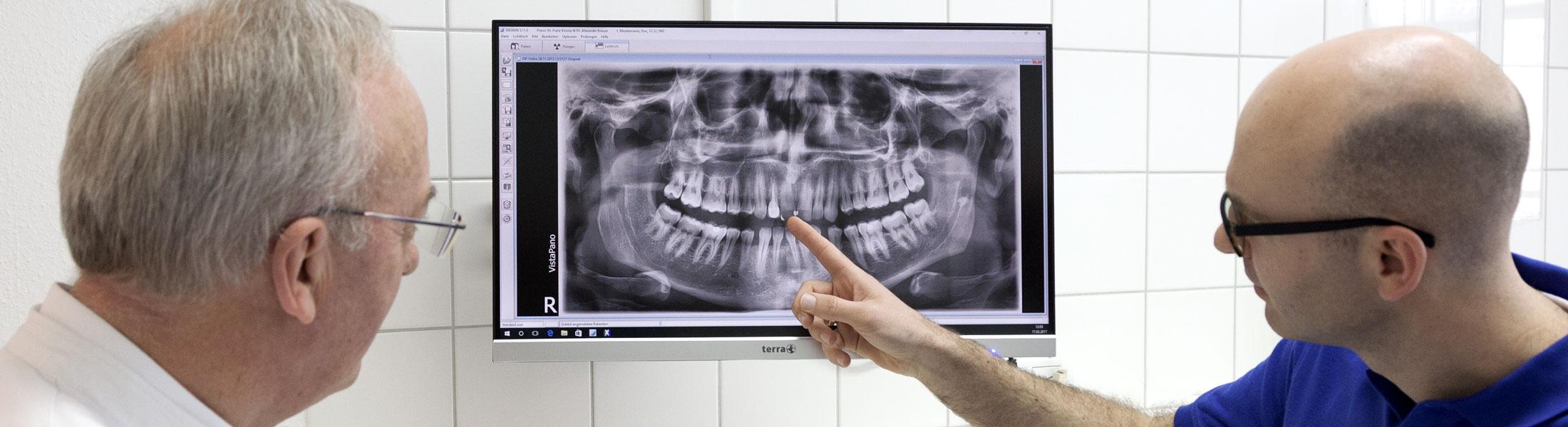 Beratung durch Zahnarzt in Praxis Hiddenhausen