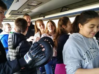 krav-maga-bruxelles-cours-dans-bus-1