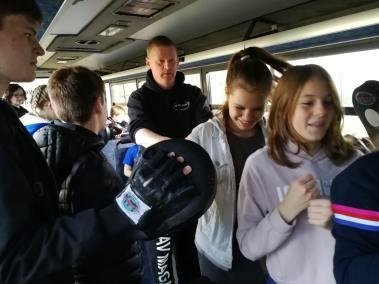 krav-maga-bruxelles-cours-dans-bus-12