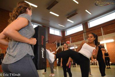 krav maga bruxelles cours pour les candidates miss belgique coups de pied de face mie en pratique groupe quatre cours auto défense femme